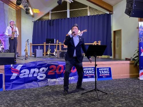 美国华裔总统候选人杨安泽前往洛斯盖图市筹款