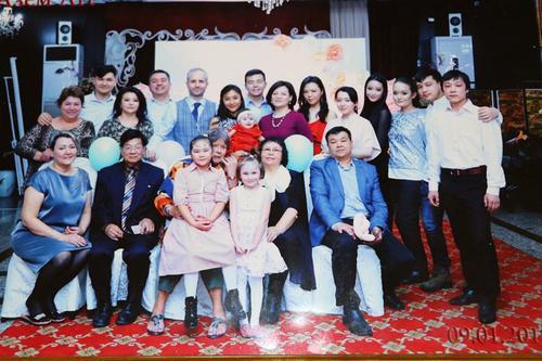 吉国华人的中国情结:海外生活57年 送子孙重返中国