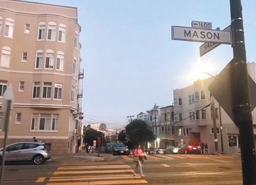 旧金山82岁华裔老人华埠遭暴力攻击嫌犯仍未落网