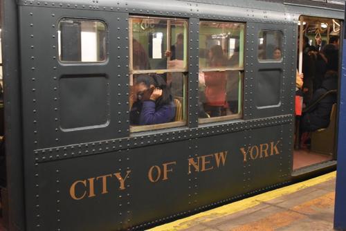 纽约假日怀旧地铁开跑華人複古打扮體驗老纽约风情