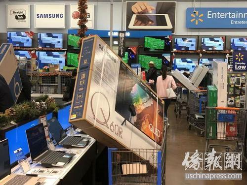 中国游客美国黑五抢购商品体验购物刺激和新鲜感