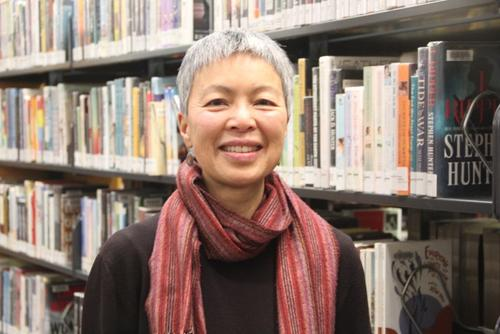 """旧金山华裔女性 获""""最受欢迎的图书管理员""""奖"""