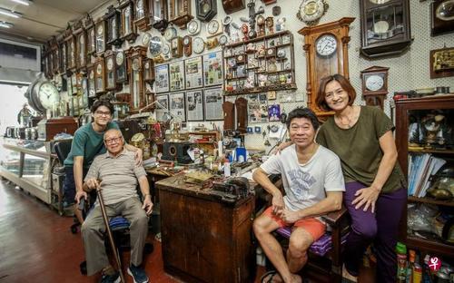 新加坡华裔钟表老店传承72年三代人传承祖业