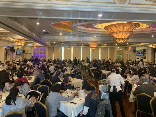 美南加州中餐厅圣诞期间爆满 中外食客人潮不断