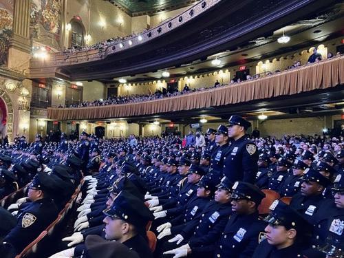 纽约市警新增433名新警员 56位亚裔警员中不乏女性