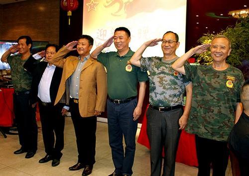 心系疫情巴西中国退伍军人向中国军医院捐款暖人心