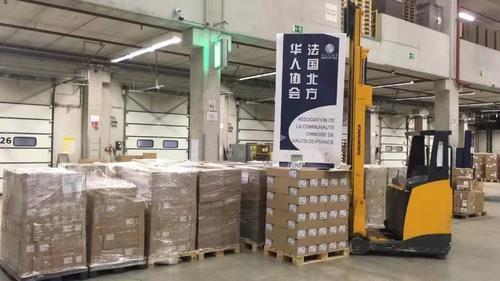 中国侨网抗疫医疗物资集中待运。(图片来源:法国北方华人协会供图)