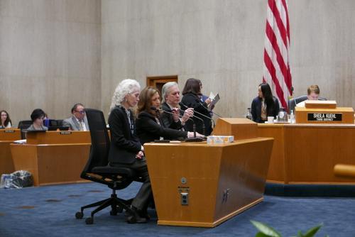 美洛杉矶县委为防止华裔受歧视普及疫情相关知识