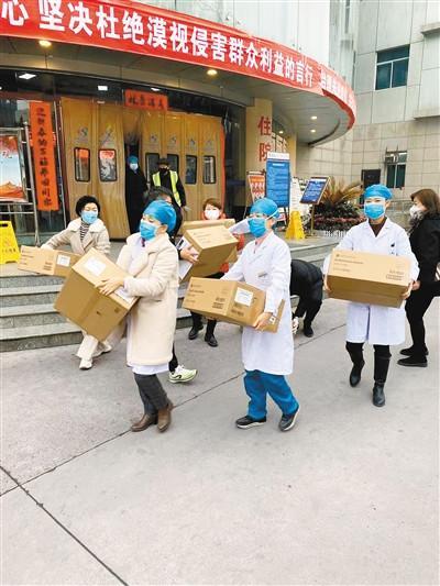中国侨网西安市医院收到在日华人华侨捐赠的部分医疗物资。(来源:西安日报)