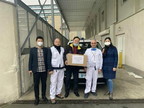 武汉大学法国校友会向巴黎急救中心总部捐防护口罩