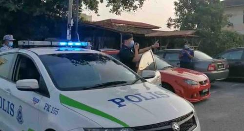 牺牲休息时间马来西亚华裔警官宣传行动管制令