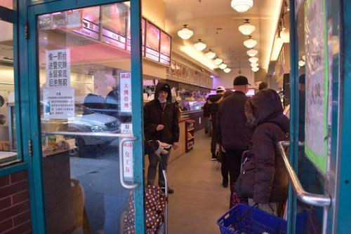 华人在超市前连续两次遭抢?纽约警方:假消息别信
