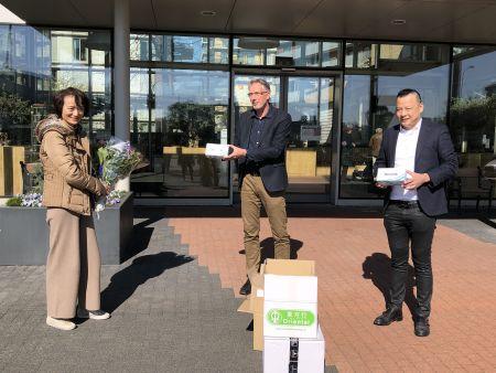 荷兰《联合时报》:荷兰中饮公会向老人护理中心捐赠口罩