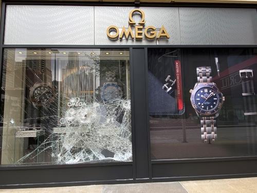 美国芝加哥发生大规模抢劫事件华商吁市府加强警力