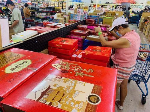美国华人超市月饼火热上市商家对零售行情表乐观