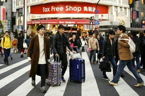 中国侨网资料图片:大陆游客自由行人数已占出国旅行人口的一半以上,其中多数都是会用网络规划行程的年轻人。(路透社)