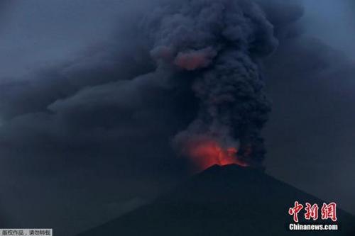 巴厘岛火山持续剧烈喷发 中领馆设中国游客咨询中心