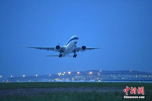 其中,申请增开航班班次最多的航空公司,包括中国东方航空(50次)