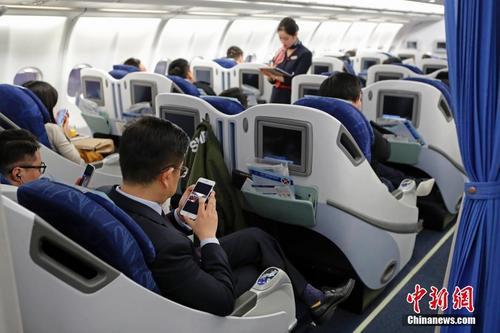 如果飞机上的通讯网络彻底放开了,这点难得的休息时间也就没了.