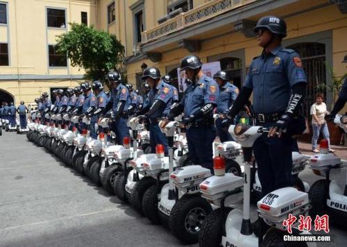 菲律宾警方部署警力全面戒备确保游客假期安全