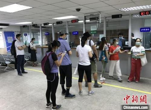 中国驻泰国雷竞技官网手机版向在泰中国公民发放口罩