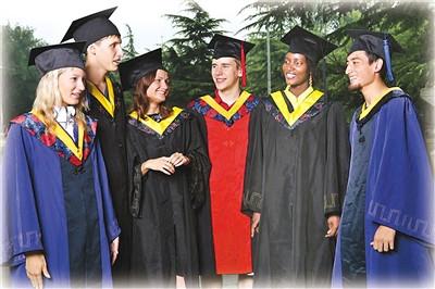 图为北京语言大学的又一批留学生毕业生