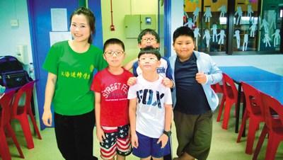 中国侨网-v教师汉语教师刘春艳:和新加坡小学生中心大岭小学山图片