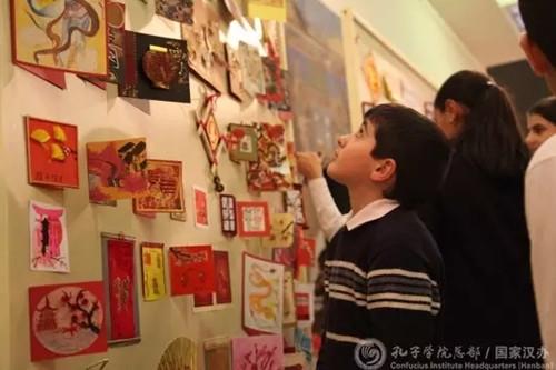 院举办中国新年贺卡展