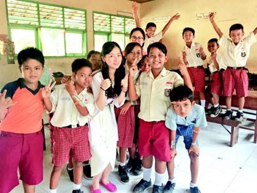贵阳女孩郎钰琪印尼巴厘岛支教:中英文结合授课-中国
