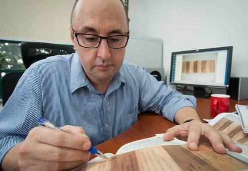 中国侨网Thomas Hirzel是研究中国清中晚期宫廷奏章的教授级专家