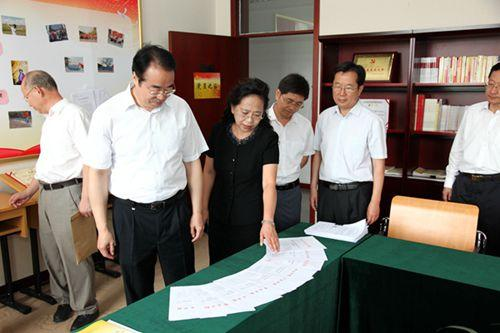 许又声参观考察了北京华文学院运动馆,游泳馆,学生宿舍等,详细了解图片