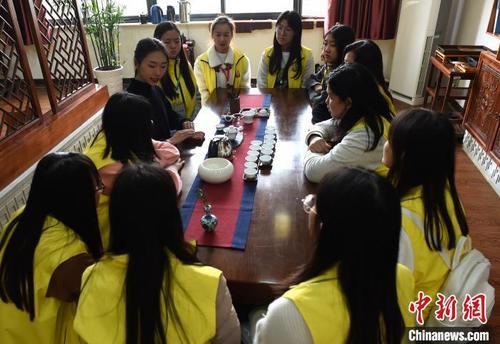 缅甸华裔青少年来渝学习茶艺