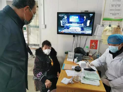 海外华文教师与湖北基层医生的跨国握手