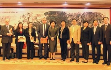 中国侨网 裘援平会见世界犹太人大会首席执行官辛格
