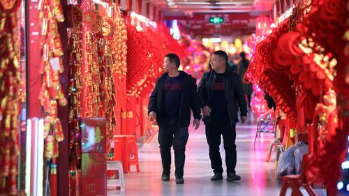華媒記者探訪義烏年貨專區:各國批發商喜好不同