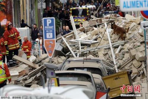中国侨网当地时间11月5日,法国马赛一栋建筑发生倒塌。