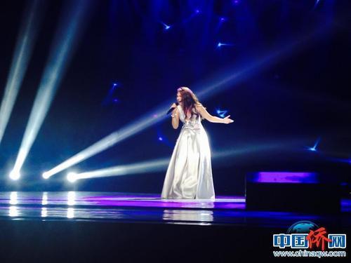 青少年组泰国选手刘美琳以一曲《离歌》摘银。中国侨网记者周欣嫒 摄
