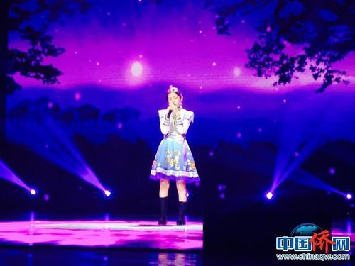 多伦多选手郝玉杰妆容精致、服饰精美,一曲轻扬悠远的《乌兰巴托的夜》获得铜奖。中国侨网记者周欣嫒 摄