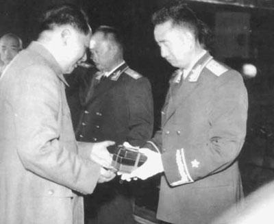 """眼光独到:毛泽东妙语点评""""十大元帅"""""""