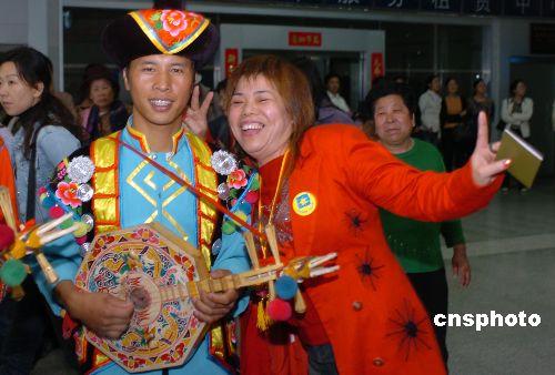 台湾少数民族代表云南欢度 三月三