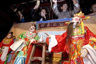 闽西上杭提线木偶戏让海外客属乡亲叫好不绝(图)