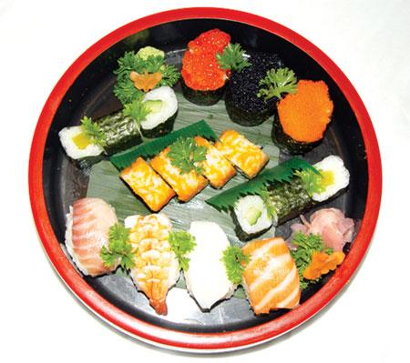 这个饮食文化的概括,也传到了日本.日本人注意饮食,也注意烹调.