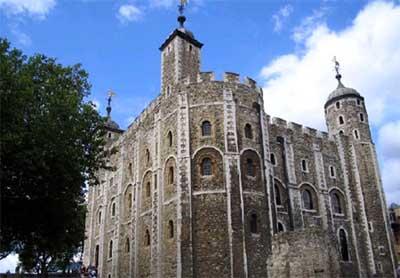 使伦敦塔既是一座坚固的兵营城堡
