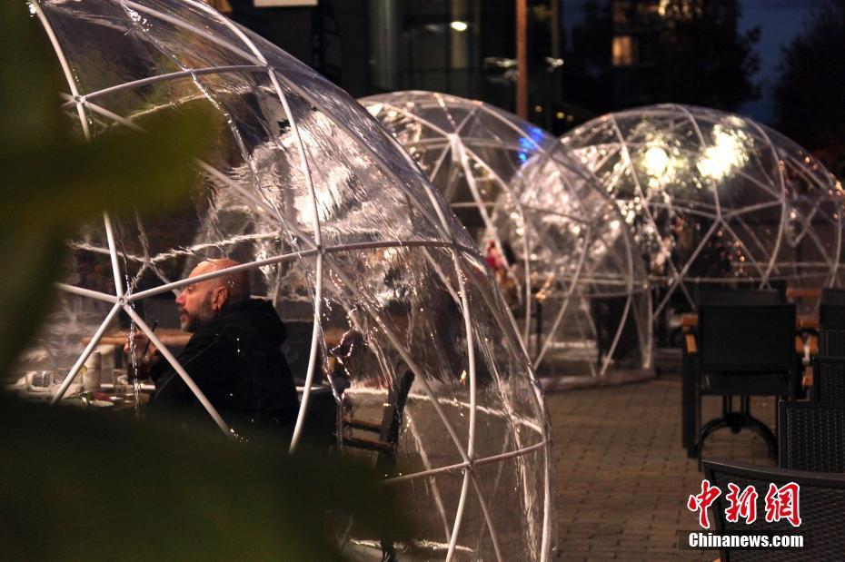 """加拿大多伦多餐厅""""气泡餐桌""""揽客"""