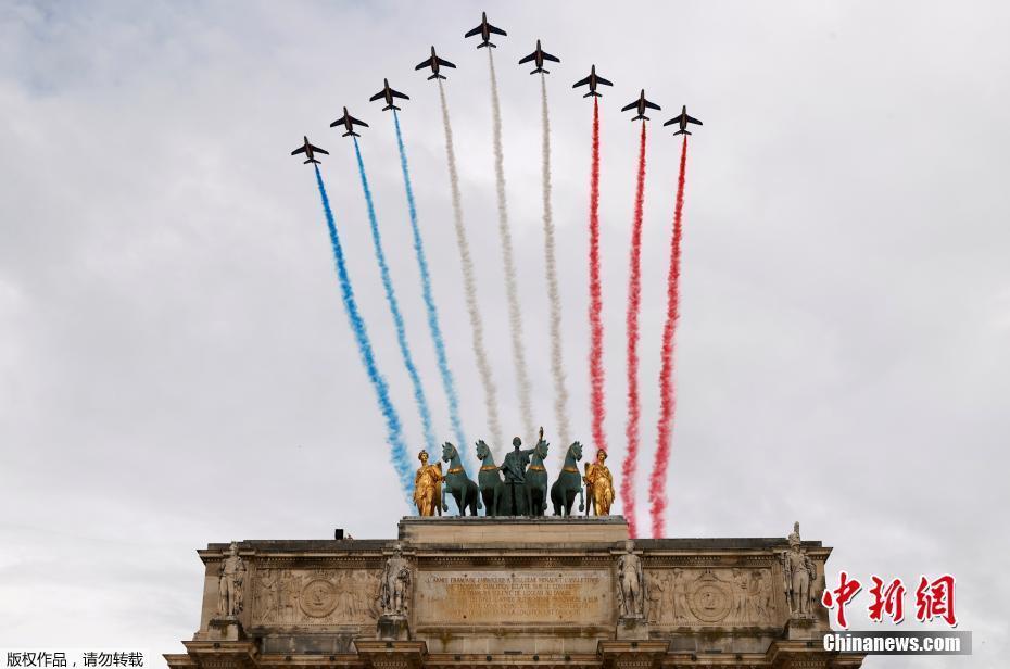 法国国庆节阅兵式致敬抗疫公民