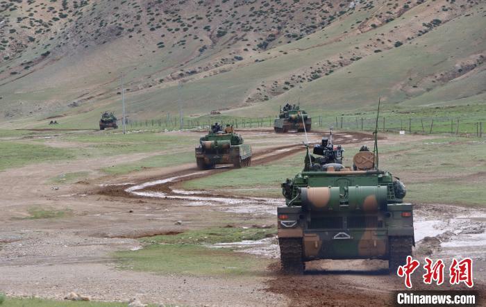 西藏军区某旅在海拔4700米地域开展演练