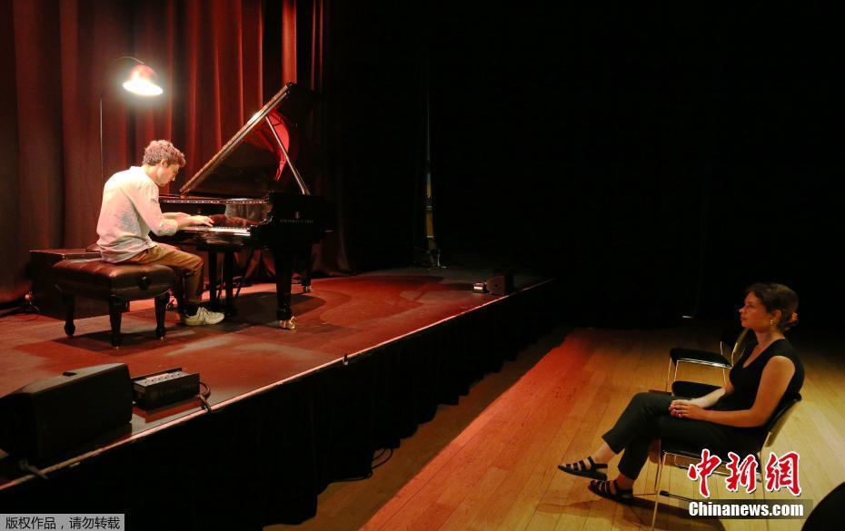 """伦敦推出一对一""""文化诊所"""" 观众独享钢琴演出"""