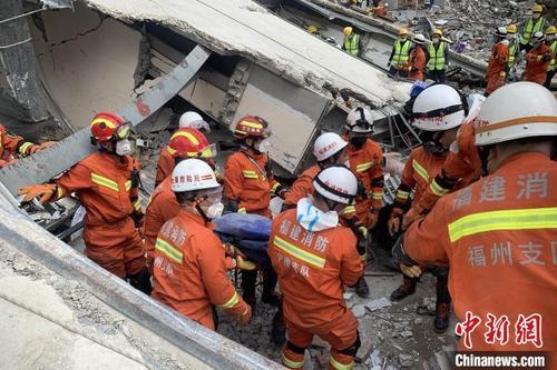 福建泉州坍塌酒店救援现场,成功搜救出50名被困者