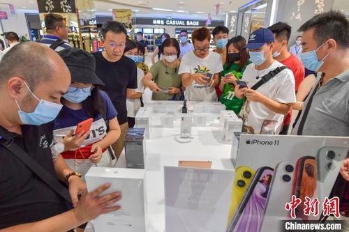 海南离岛免税新政实施 手机、平板电脑等产品人气旺