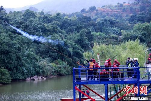 首届森林消防特种救援技能比武在福州上演